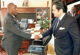 M. Denis CHEMILLIER-GENDREAU a eu l'honneur de rencontrer le Président de la République Centrafricaine, M. TOUADERA, jeudi 2 mars 2017 à Bangui